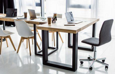 Holztisch_für_Buero_Besprechungsraum_Konferenzraum