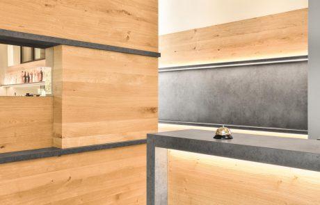 Theke im Heuboden in Umkirch aus Holz Designermöbel