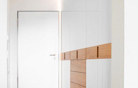 weißer Einbauschrank mit Lichtdesign und Lichtrahmen
